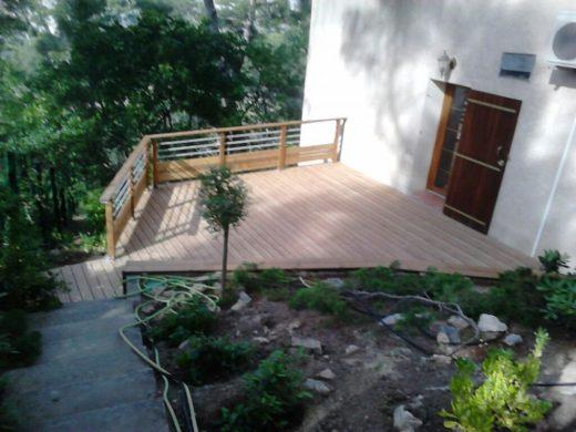 conception d'une terrasse en bois suspendue